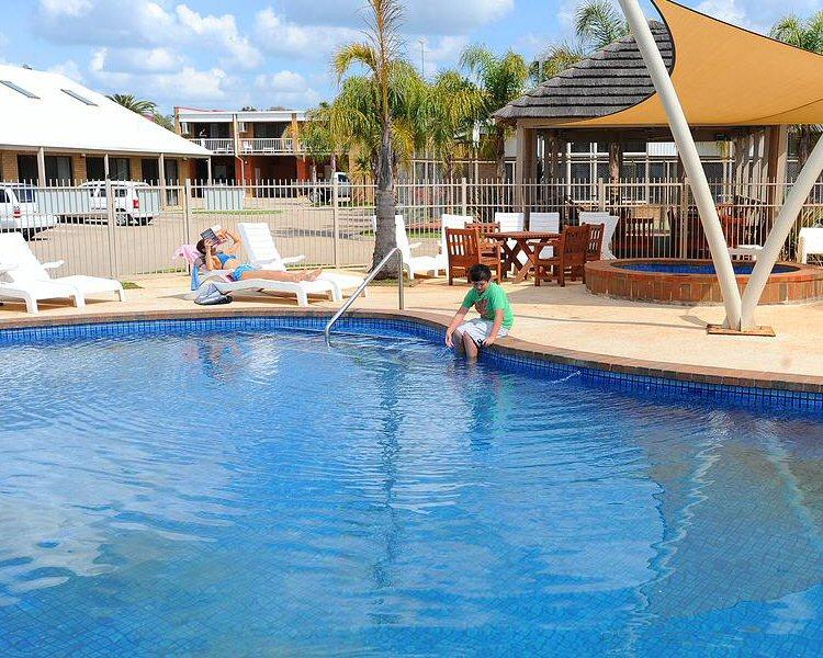 Lake Edge Resort