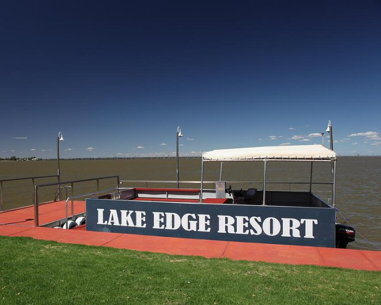 Lake Edge Resort